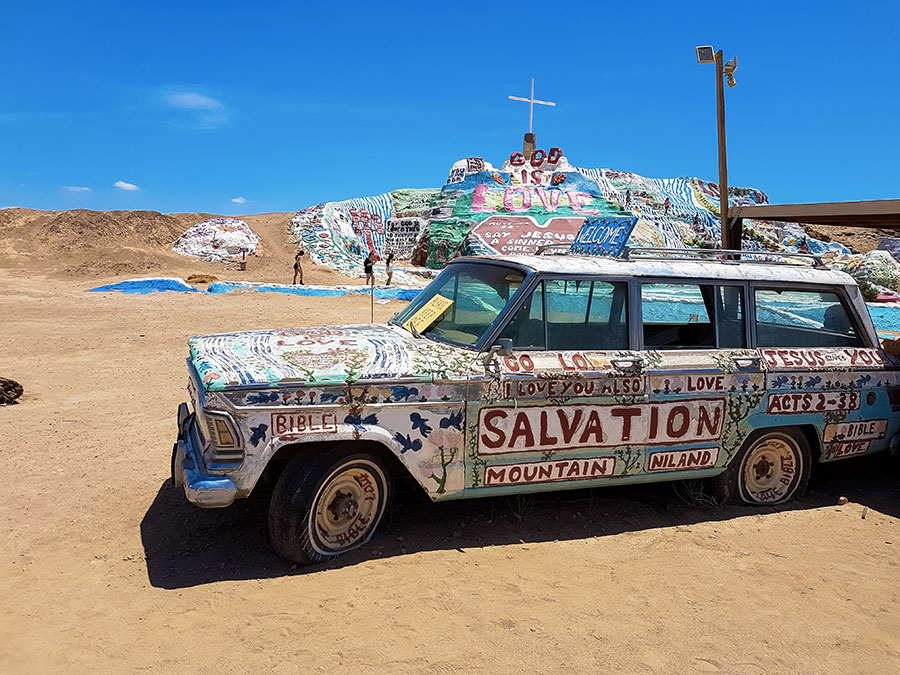 voiture-salvation-mountain